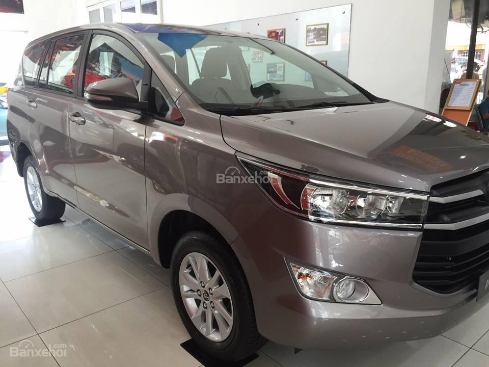 """Toyota Tân Cảng- Innova số sàn """"Duy nhất trong tuần giảm giá lên đến 30tr, tặng thêm phụ kiện"""" xe giao ngay- 0933000600-2"""