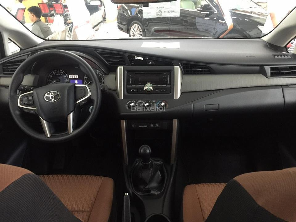 """Toyota Tân Cảng- Innova số sàn """"Duy nhất trong tuần giảm giá lên đến 30tr, tặng thêm phụ kiện"""" xe giao ngay- 0933000600-9"""