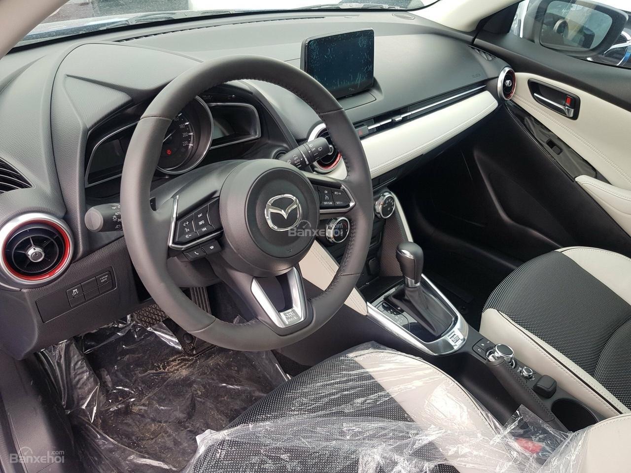 Bán Mazda 2 Hatchback Premium CBU nhập khẩu Thái Lan quà hấp dẫn, trả góp tối đa, xe giao nhanh, liên hệ 0973.560.137 (3)