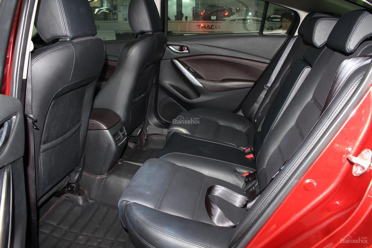 Bán Mazda 6 2.0 AT Premium 2019, xe có sẵn giảm giá cực sốc [Mazda Bình Triệu] (8)