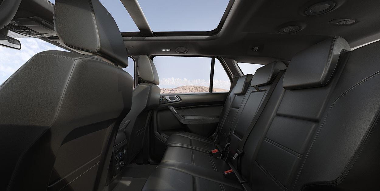 Đánh giá xe Ford Everest Titanium 2.0L Bi-Turbo 2019: Hàng ghế sau.