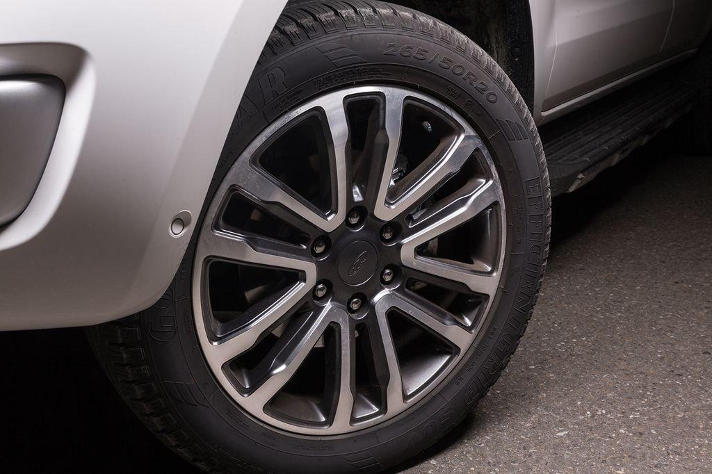 Đánh giá xe Ford Everest Titanium 2.0L Bi-Turbo 2019: Mâm xe.