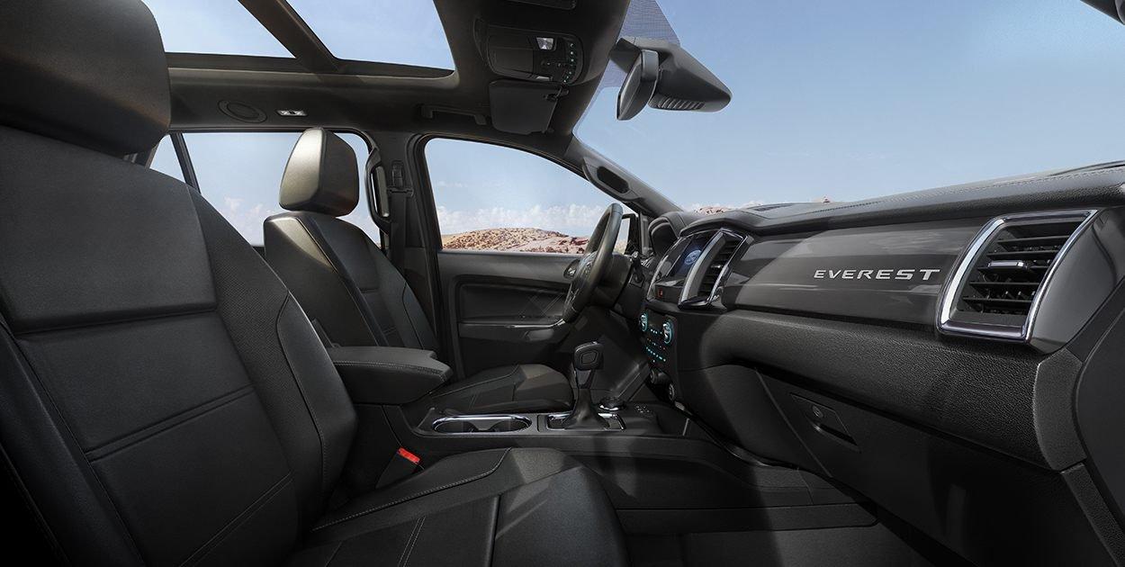 Đánh giá xe Ford Everest Titanium 2.0L Bi-Turbo 2019: Cửa sổ trời.
