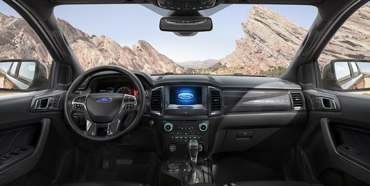Đánh giá xe Ford Everest Titanium 2.0L Bi-Turbo 2019: Nội thất.