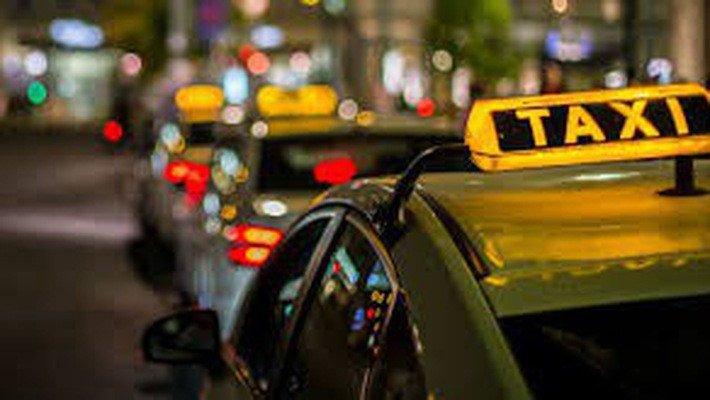 Từ 2019, taxi tại Hà Nội chỉ được dùng 3 màu xanh, ghi và bạc trắng a1