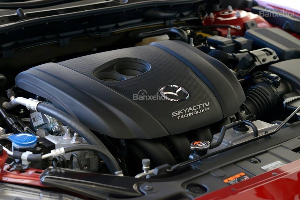 So sánh VinFast LUX A2.0 và Mazda 6 về động cơ 1...