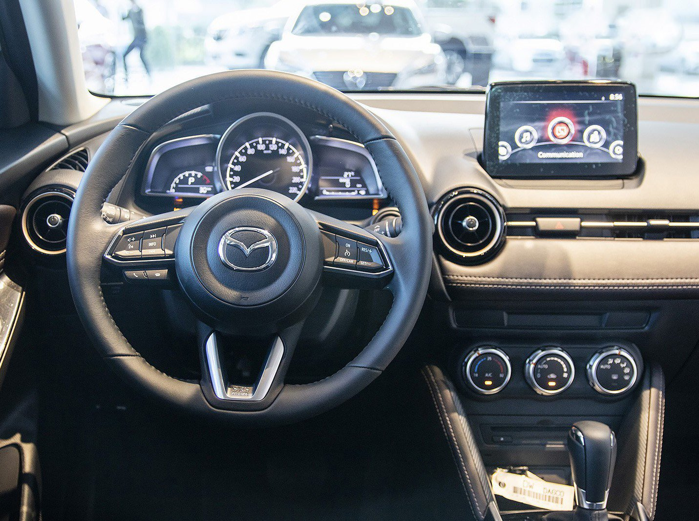 Ảnh chụp vô-lăng xe Mazda 2 2019-2020