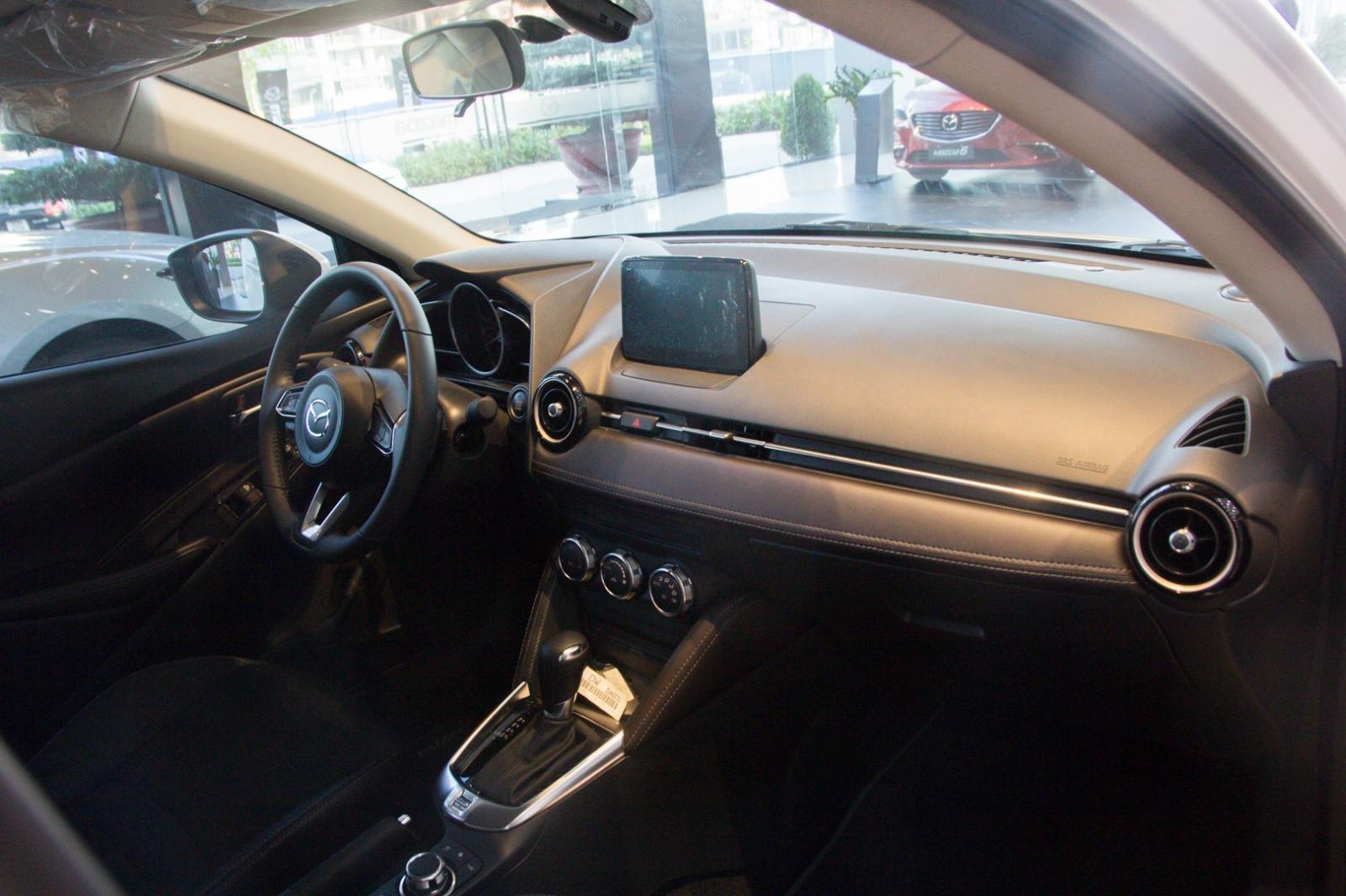 Ảnh chụp táp-lô xe Mazda 2 2019-2020