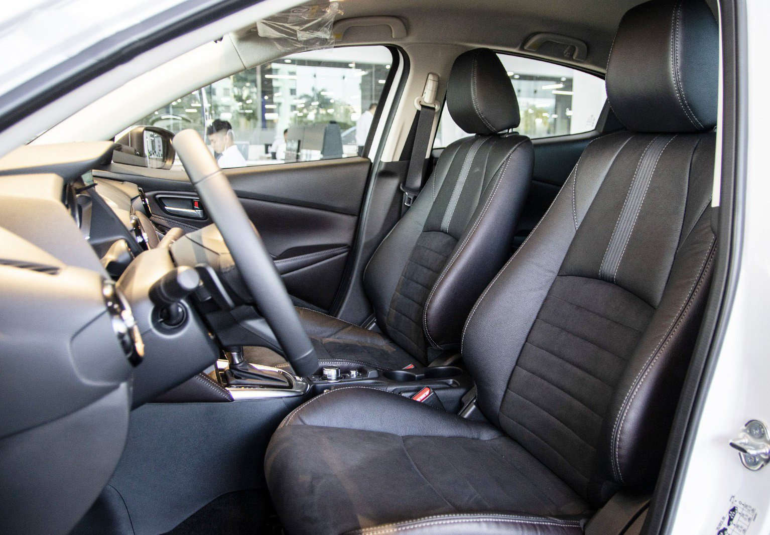 Ảnh chụp ghế trước xe Mazda 2 2019-2020