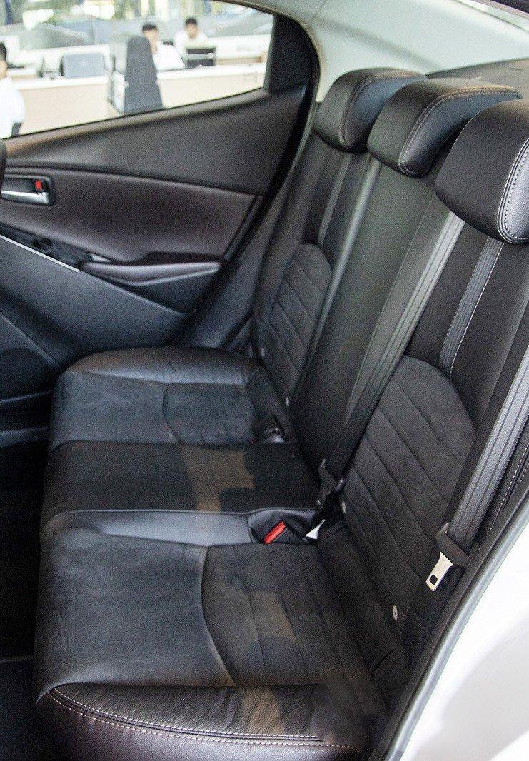 Ảnh chụp ghế sau xe Mazda 2 2019-2020