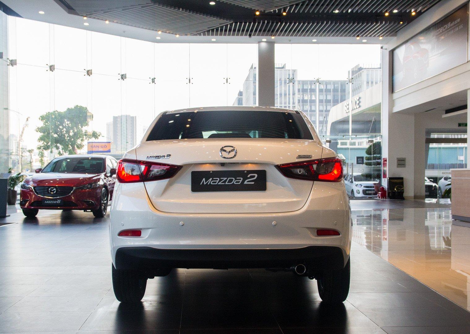 Ảnh chụp đuôi xe Mazda 2 2019-2020