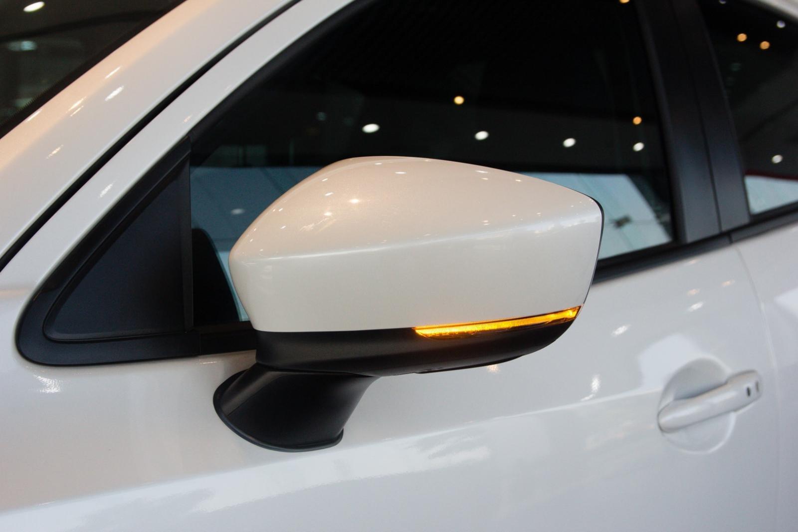 Ảnh chụp gương xe Mazda 2 2019-2020