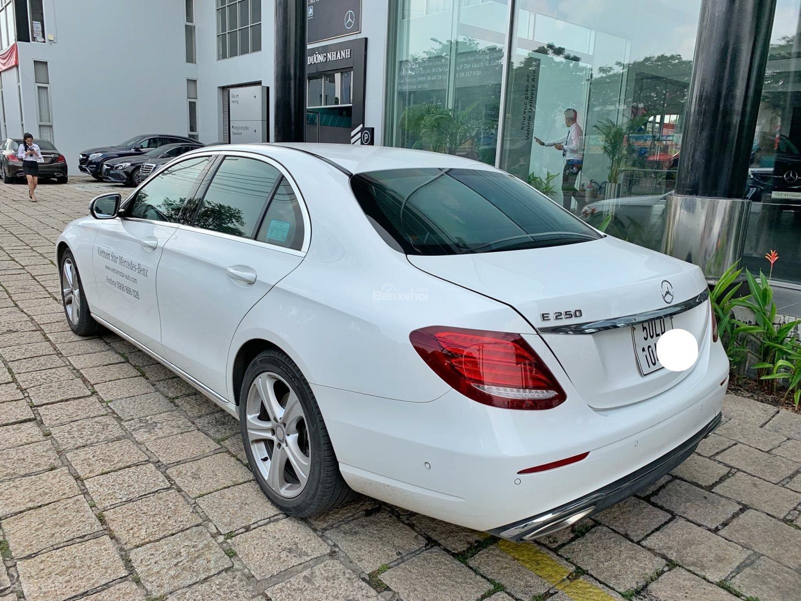 Bán Mercedes E250 2017 trắng đi 6000km, xe còn rất mới, bao test hãng tiết kiệm 500 triệu so với xe mới-2