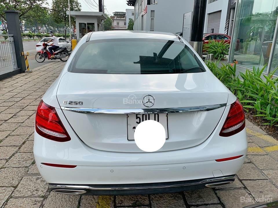 Bán Mercedes E250 2017 trắng đi 6000km, xe còn rất mới, bao test hãng tiết kiệm 500 triệu so với xe mới-3
