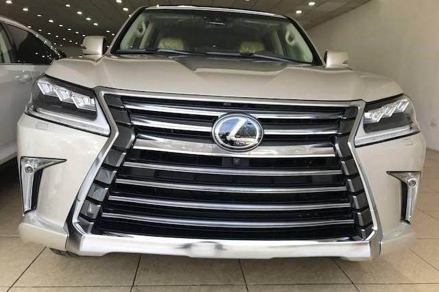 Đánh giá xe Lexus LX 570 2019: Lưới tản nhiệt hình con suốt đặc trưng 1