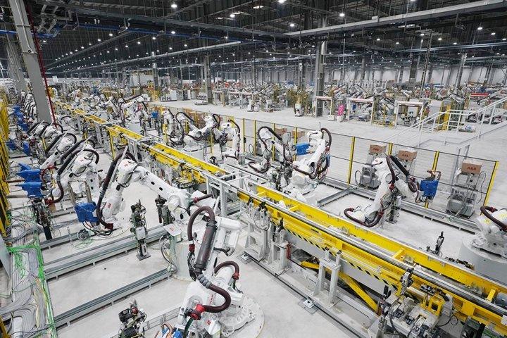 Khám phá dây chuyên sản xuất với 1.200 robot tự động của VinFast a15