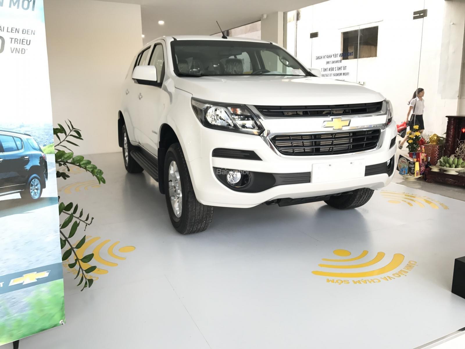 Cần bán Chevrolet Trailblazer 2.5L 4x2 MT LT, màu trắng, nhập khẩu, ưu đãi 30 triệu T12/2018-2