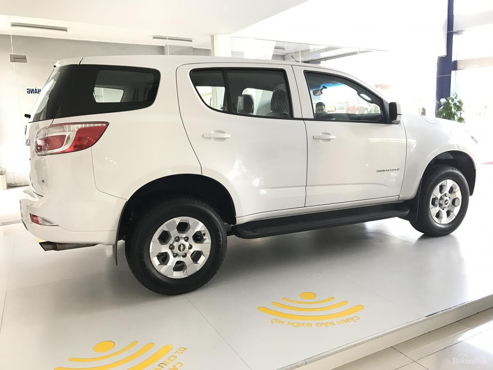 Cần bán Chevrolet Trailblazer 2.5L 4x2 MT LT, màu trắng, nhập khẩu, ưu đãi 30 triệu T12/2018-3