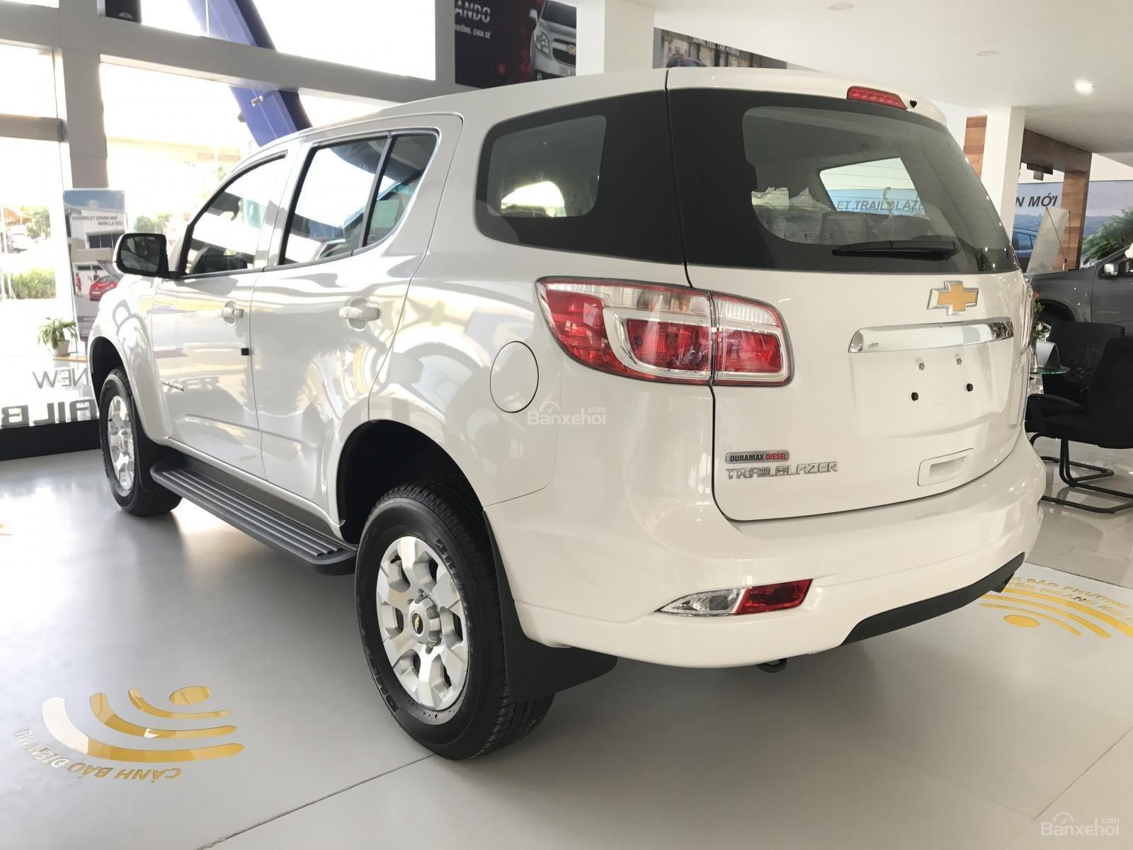 Cần bán Chevrolet Trailblazer 2.5L 4x2 MT LT, màu trắng, nhập khẩu, ưu đãi 30 triệu T12/2018-4