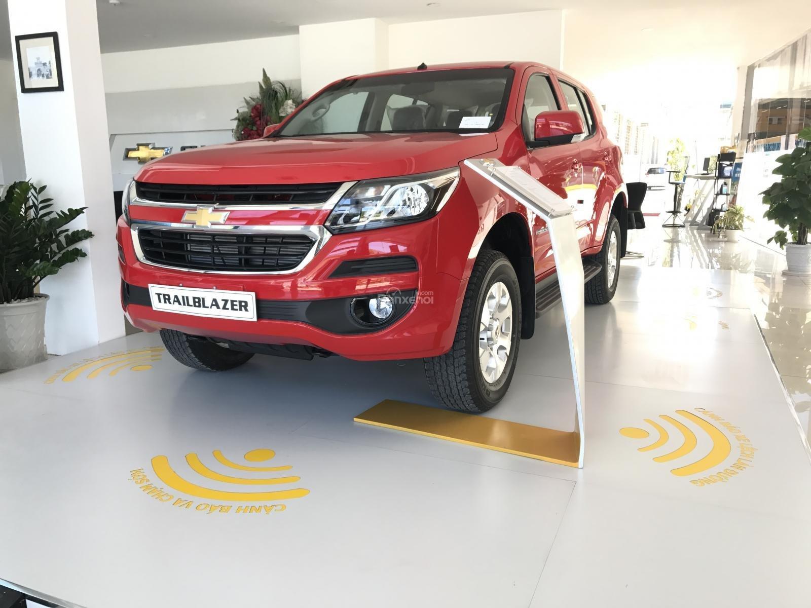 Bán ô tô Chevrolet Trailblazer 2.5L VGT 4x2 AT LT sản xuất năm 2018, màu đỏ, nhập khẩu, ưu đãi 30 triệu T12/2018-0
