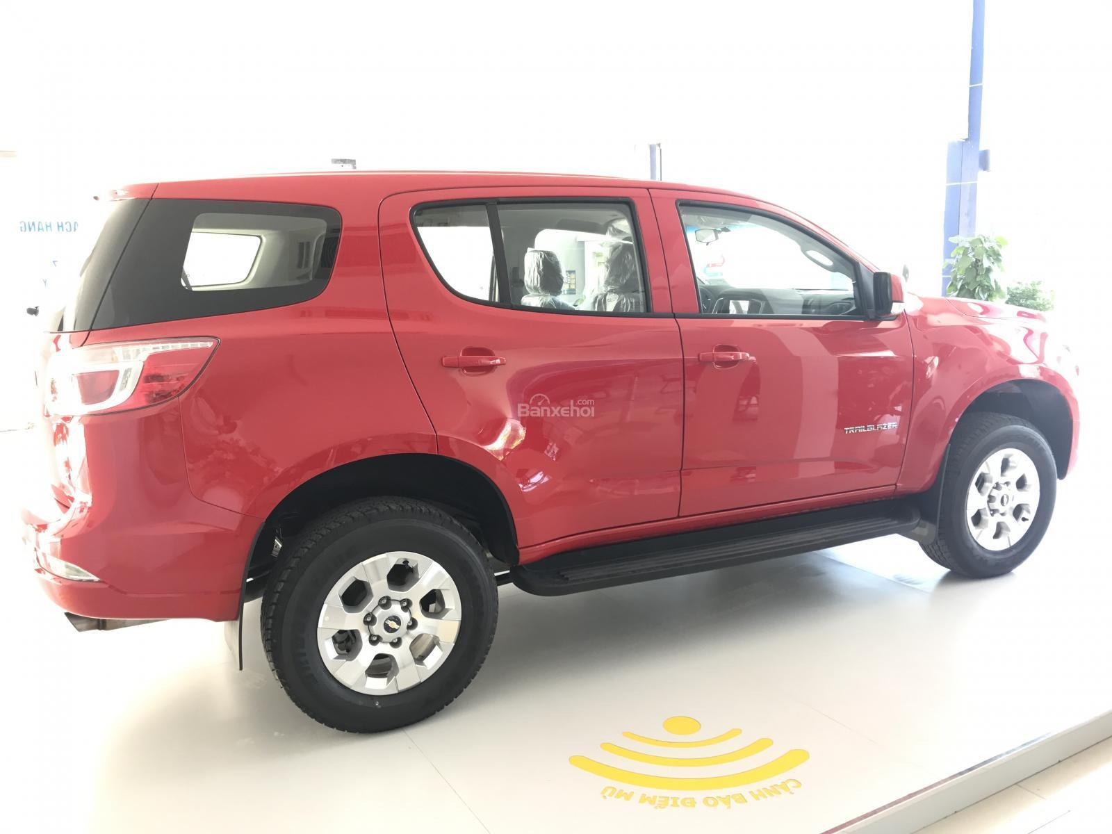 Bán ô tô Chevrolet Trailblazer 2.5L VGT 4x2 AT LT sản xuất năm 2018, màu đỏ, nhập khẩu, ưu đãi 30 triệu T12/2018-3