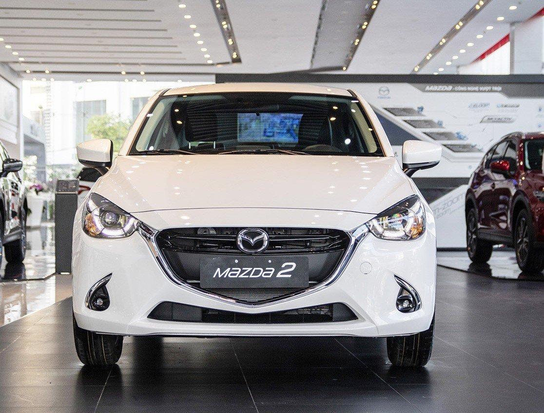 Hyundai Accent 1.4 AT Đặc biệt 2018 và Mazda 2 Sedan Premium 2019 về phần đầu 2