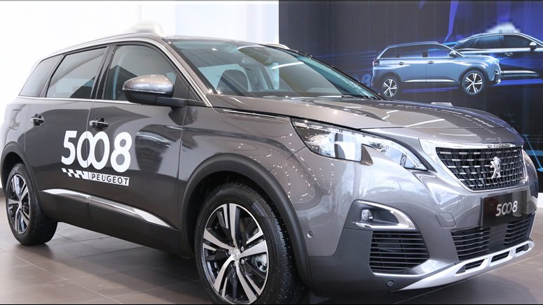So sánh xe Peugeot 5008 2019 và Ford Everest 2019: Xe đi phố và xe off-road.