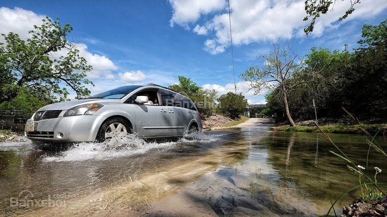 10 điều nên tuân thủ khi ô tô bị ngập nước - 1