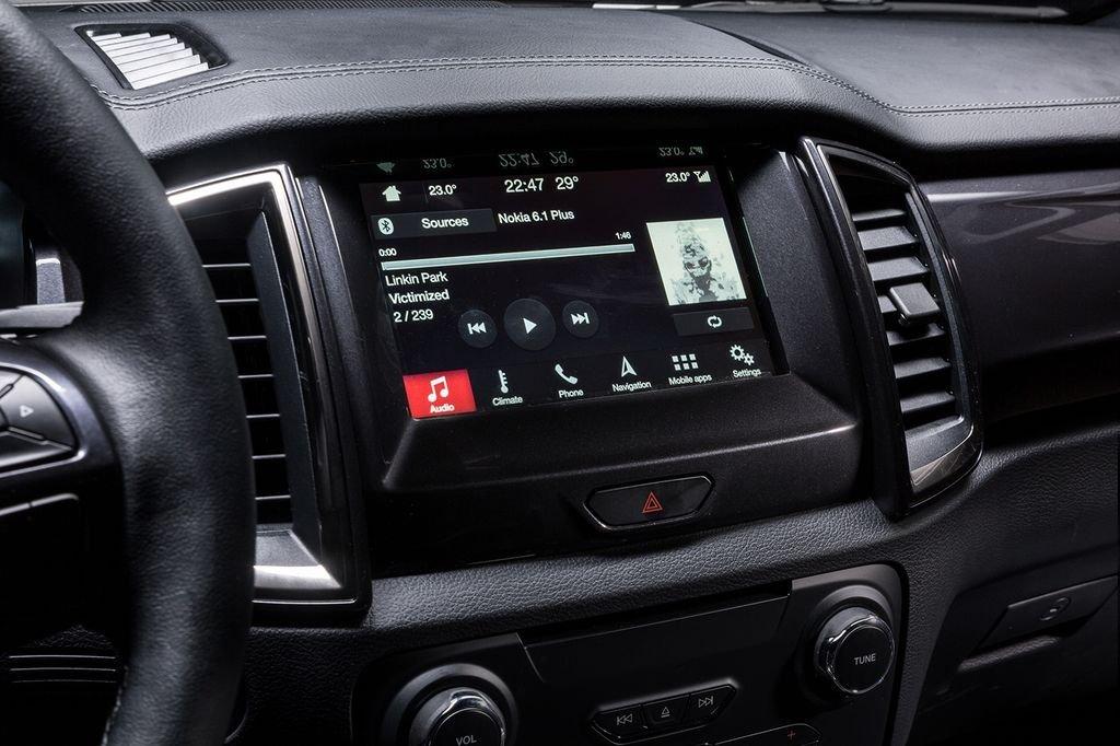 VinFast LUX SA2.0 cao cấp và Ford Everest Titanium về tiện nghi 2