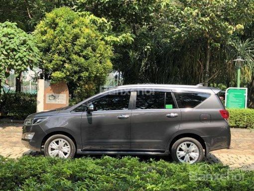 Bán Toyota Innova 2.0V AT năm sản xuất 2017, màu đen, 870 triệu có hỗ trợ trả góp-1