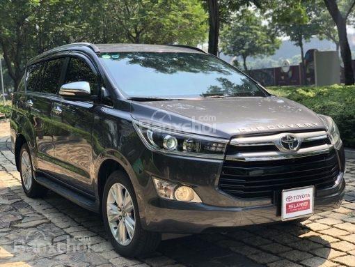 Bán Toyota Innova 2.0V AT năm sản xuất 2017, màu đen, 870 triệu có hỗ trợ trả góp-2