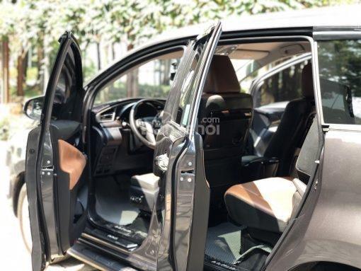 Bán Toyota Innova 2.0V AT năm sản xuất 2017, màu đen, 870 triệu có hỗ trợ trả góp-9