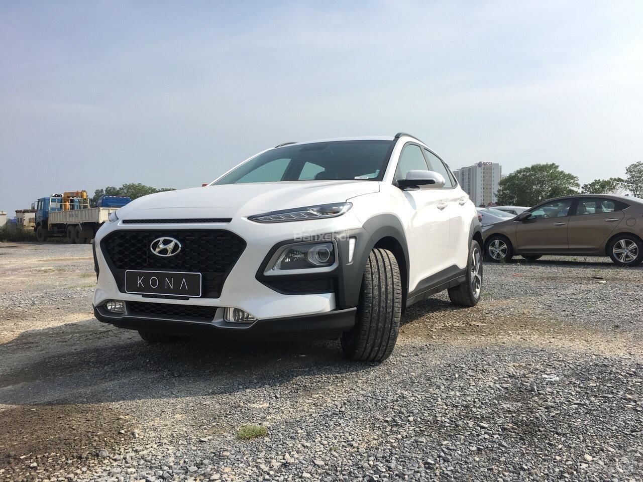 Hyundai Kona 2018 nhập nguyên chiếc, giao ngay, KM cực cao, trả góp 90%, giao ngay, lh ngay: 0981476777 để ép giá-0