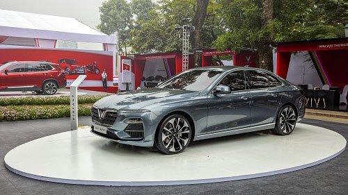 So sánh xe VinFast LUX SA2.0 2019 và Toyota Fortuner 2019: Xe Việt tốt hơn nếu giữ giá 1,3 tỷ.