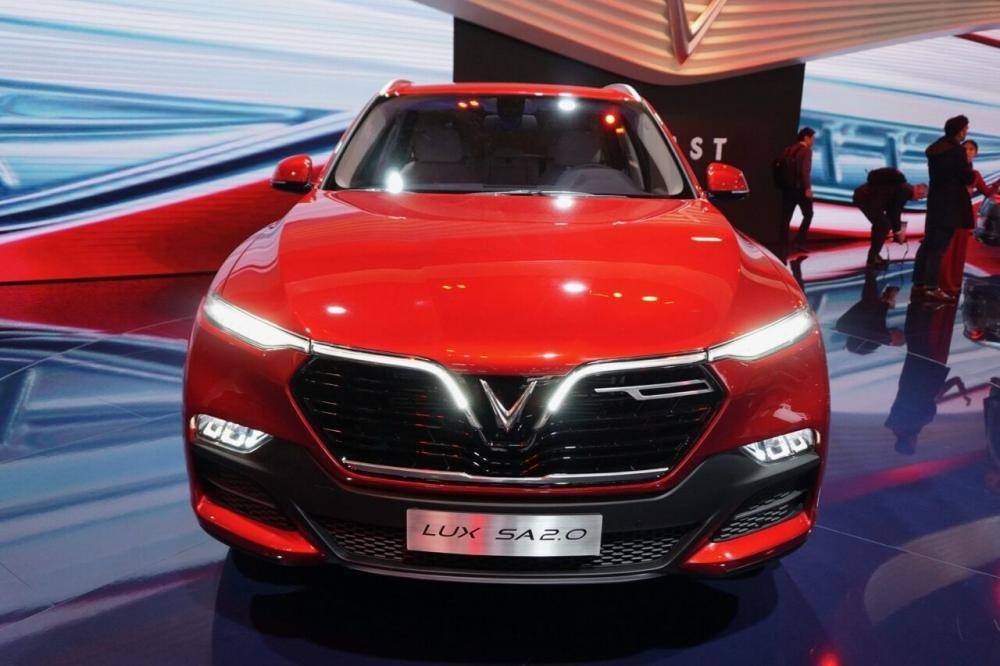 So sánh xe Toyota Fortuner 2019 và VinFast LUX SA2.0 2019 về đầu xe 3