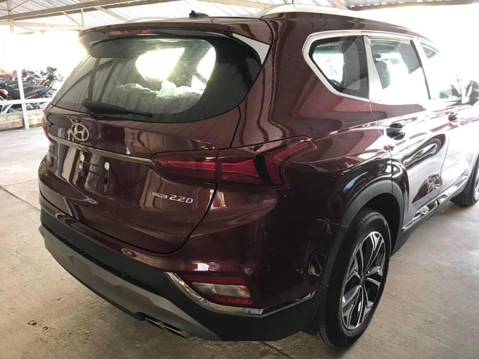 Lô xe Hyundai Santa Fe 2019 mới về đầy bãi, chuẩn bị giao đến tay khách hàng - Ảnh 4.