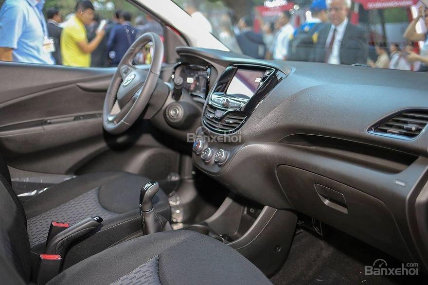 VinFast Fadil cao cấp và Hyundai Grand i10 1.2 AT về trang bị táp lô 1