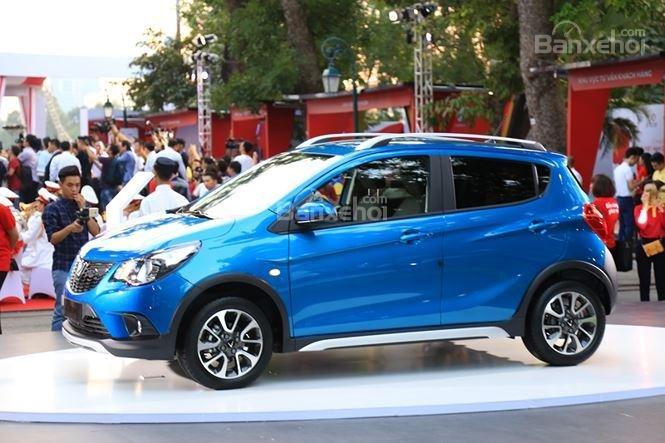 VinFast Fadil cao cấp và Hyundai Grand i10 1.2 AT về thân xe 1