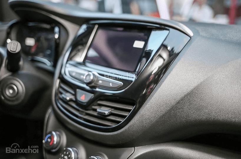 VinFast Fadil cao cấp và Hyundai Grand i10 1.2 AT về trang bị tiện nghi 1