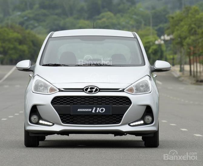 VinFast Fadil cao cấp và Hyundai Grand i10 1.2 AT về đầu xe 2