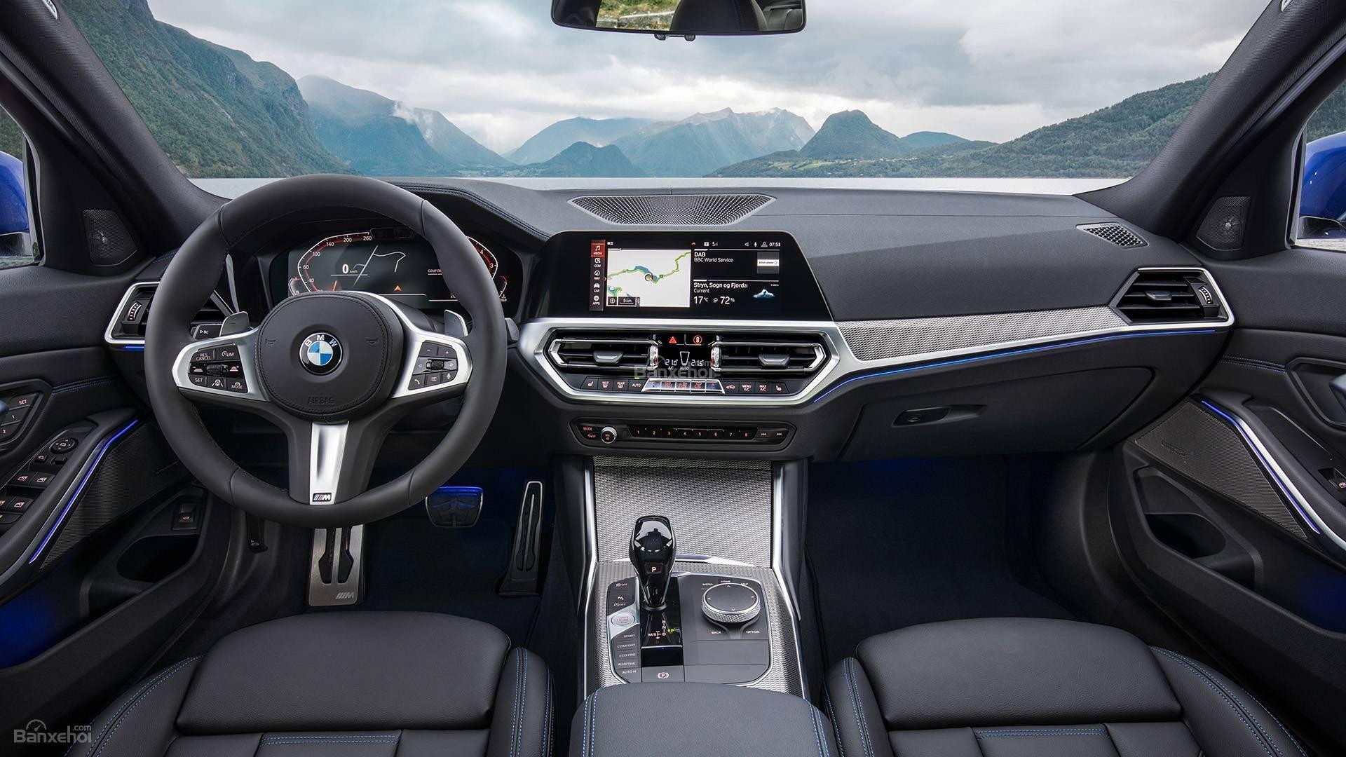Đánh giá xe BMW 3-Series 2019 về bảng táp-lô.