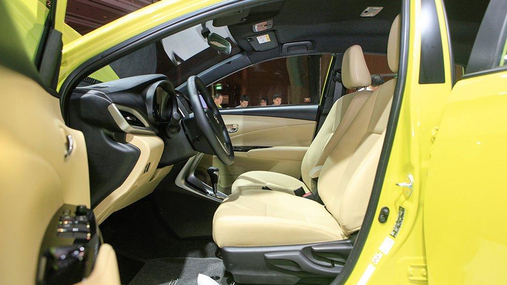 So sánh Toyota Yaris 2019 và Suzuki Swift GLX 2019 về hệ thống ghế ngồi 1