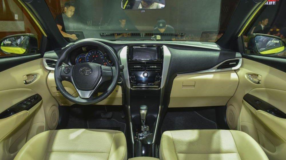 Khoang nội thất Toyota Yaris 2019...
