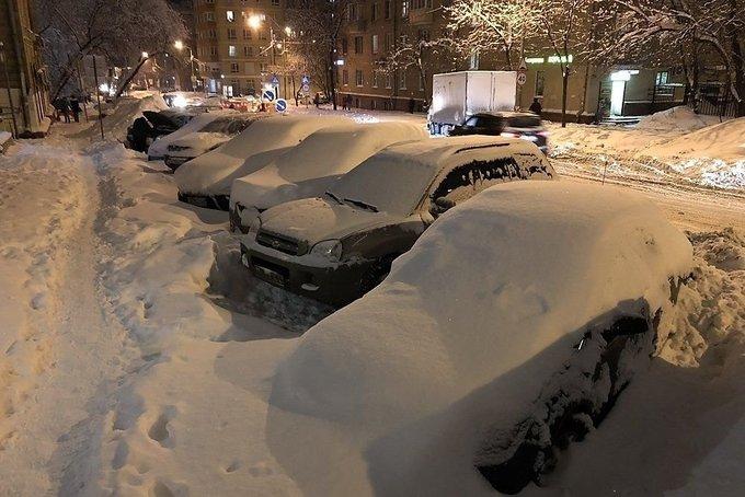 Hình ảnh ô tô chìm trong tuyết trắng ở Moscow a5