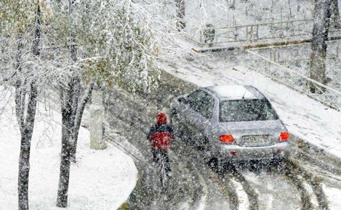 Hình ảnh ô tô chìm trong tuyết trắng ở Moscow a3
