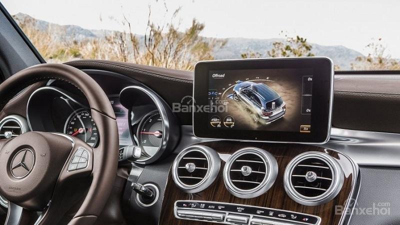 So sánh Mercedes-Benz GLC 2018 và Audi Q5 2018 về tiện nghi 1...