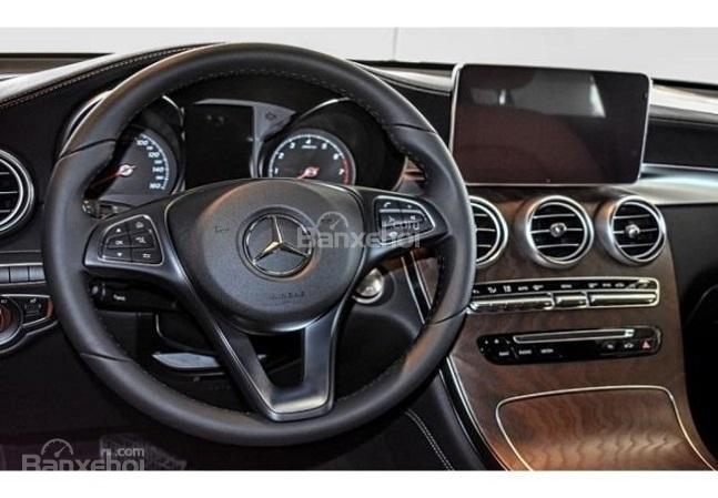 So sánh Mercedes-Benz GLC 2018 và Audi Q5 2018 về nội thất 3...