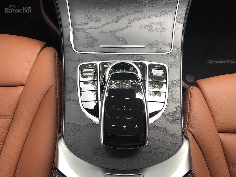 Bán xe GLC 300 cũ sản xuất 2018, màu đen, nội thất nâu xe cực đẹp như mới, giá rất rẻ (10)