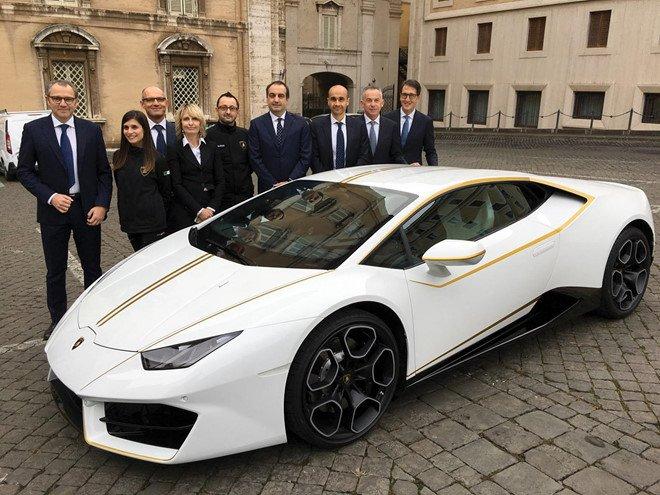 Cơ hội mua siêu xe Lamborghini Huracan của Giáo hoàng với giá 10 USD a4