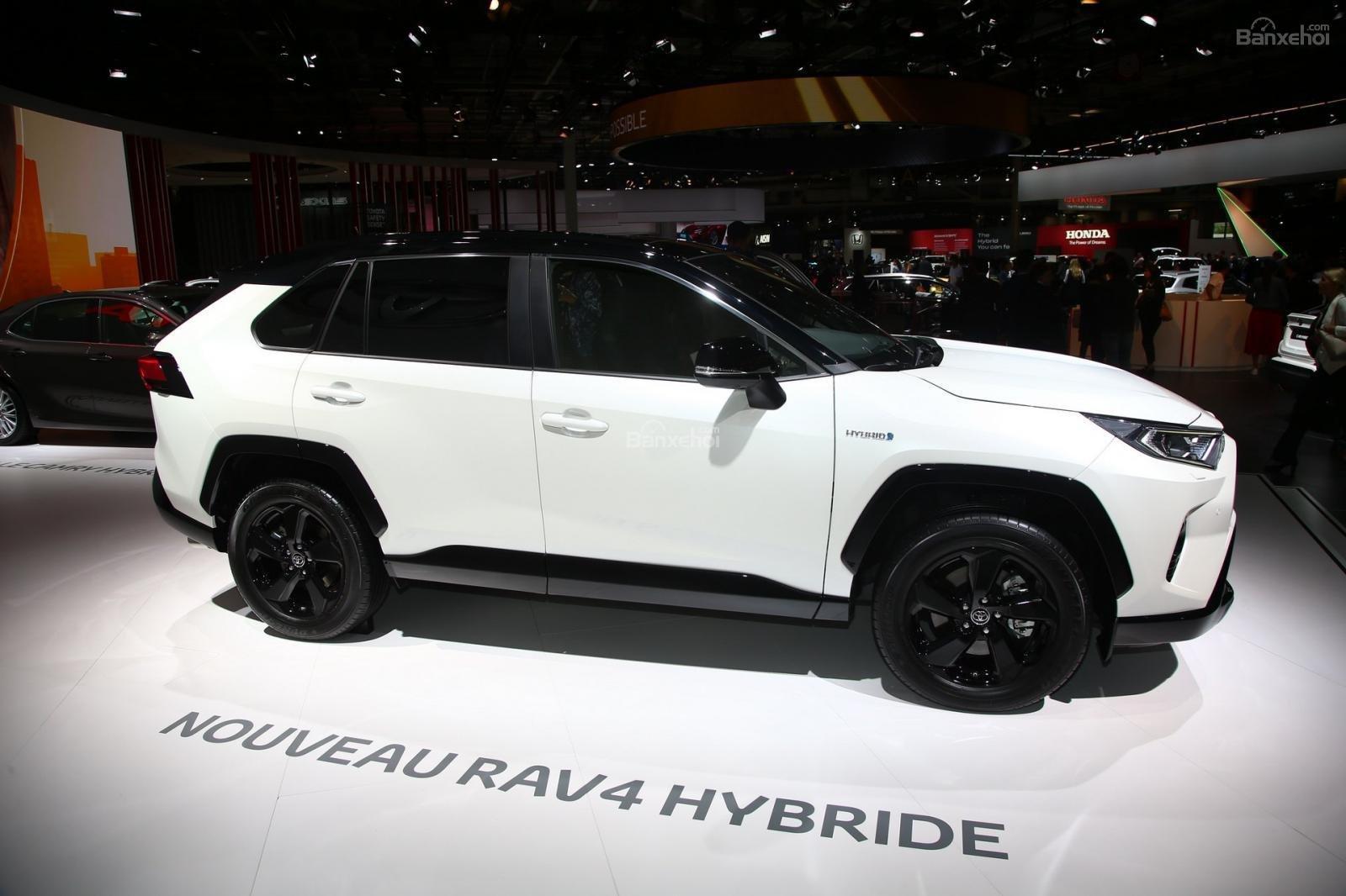 Toyota RAV4 2019 Hybrid lên kệ có giá từ 885 triệu - 3